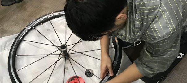 ロードバイク タイヤ チューブ交換 サクラマチサイクル明石駅前店